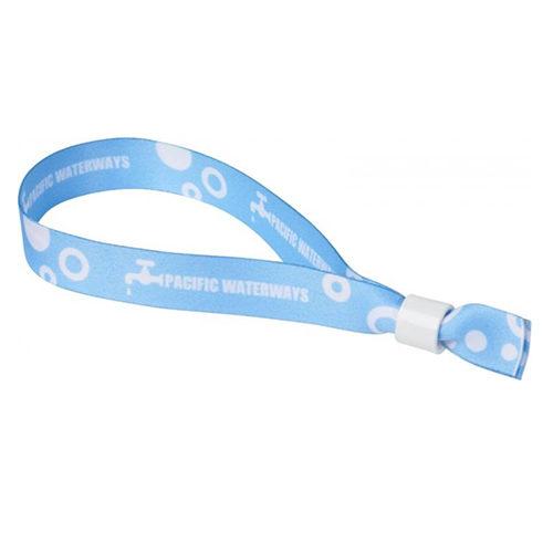 Bracelet avec marquage en sublimation et fermeture sécurité.